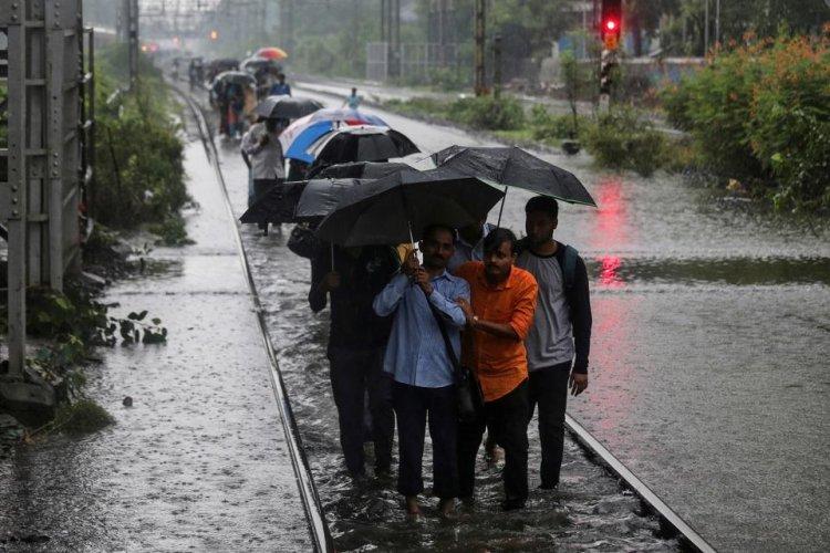 Mumbai paralaysed after incessant rain; Maha toll rises to 35