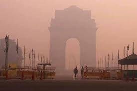 Thick layer of smog envelopes Delhi, light rains expected